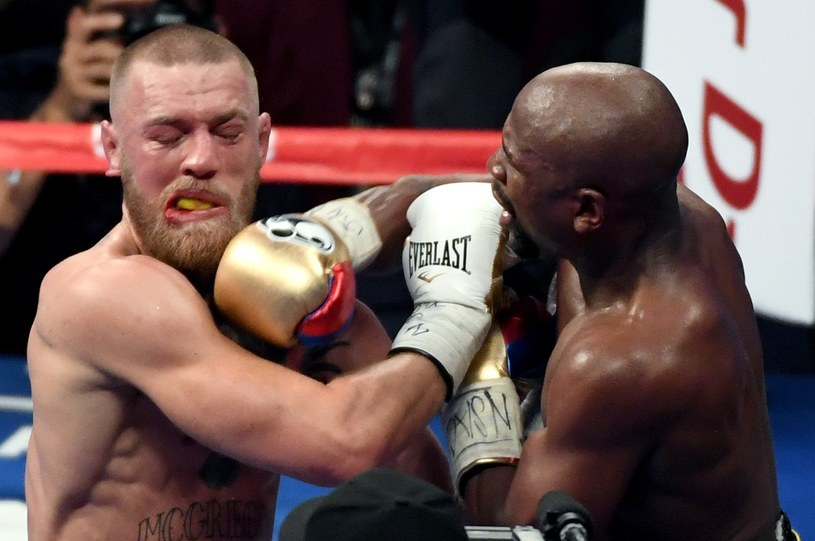 Floyd Mayweather Jr w walce z Conorem McGregorem w Las Vegas /AFP