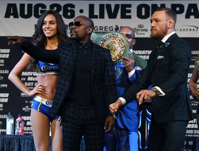 Floyd Mayweather Jr (z lewej) i Conor McGregor /AFP