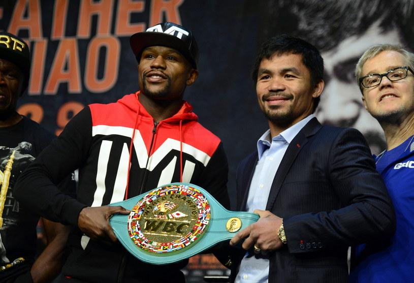 Floyd Mayweather Jr (z lewej) zmierzy się z Mannym Pacquiao 2 maja w Las Vegas /PAP/EPA