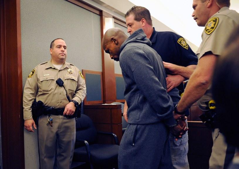 Floyd Mayweather odprowadzany do celi