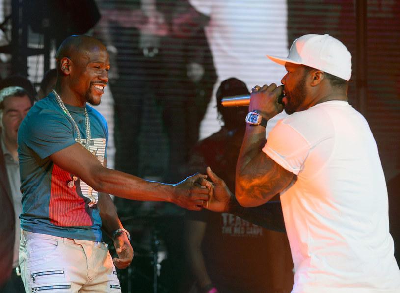 Floyd  Mayweather (z lewej) i 50 Cent /Bryan Steffy /Getty Images