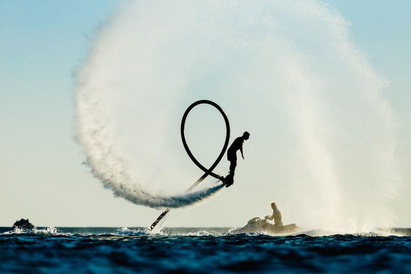 Flyboarding - sport, który ma same zalety! /123RF/PICSEL