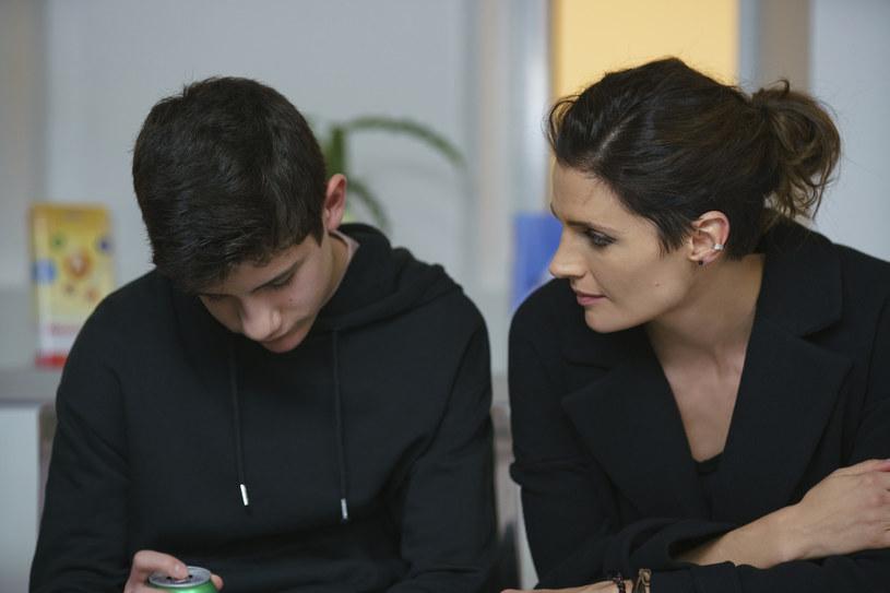 Flynn (Patrick McAuley) i Emily (Stana Katic) /  AXN /materiały prasowe