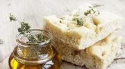 Foccacia z rozmarynem i oliwą