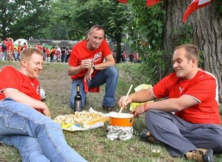 Fondue można przyrządzać nawet na pikniku. /INTERIA.PL