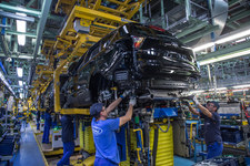 0007OIZVITOYRXHJ-C307 Ford czasowo wstrzymuje produkcję