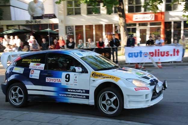 Ford focus na trasie dziennikarskeigo  rajdu na Litwie. Fot. Algimantas Brazaitis /