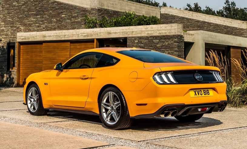 Ford Mustang GT /