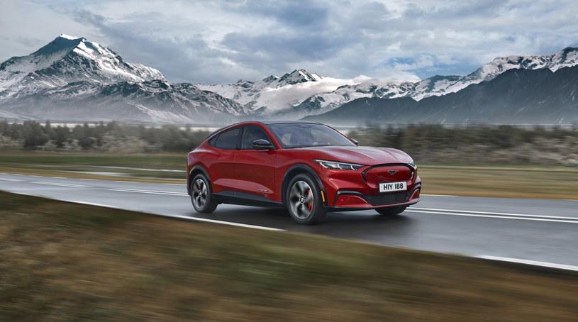 Ford Mustang w wersji Mach-E to kwintesencja współczesnej motoryzacji połączona z ponad 50-letnim dziedzictwem kultowego modelu /materiały prasowe