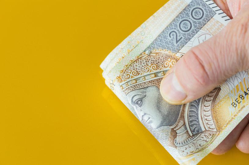 Formalnie w tym roku urzędnicy ministerstw i urzędów wojewódzkich nie powinni dostawać dodatkowych pieniędzy /123RF/PICSEL