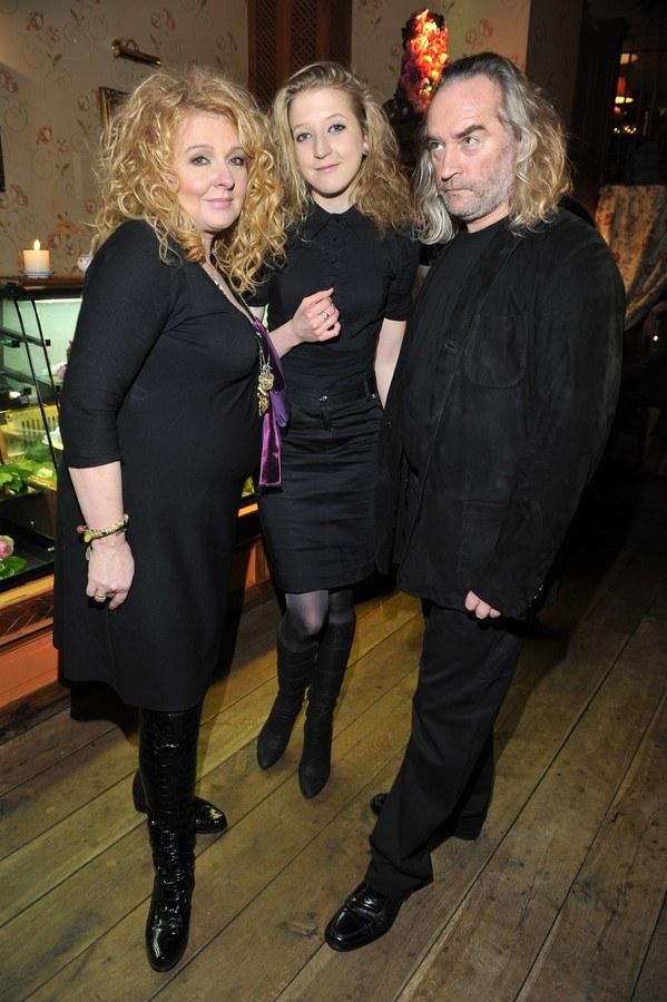 Formalnie wciąż jest żoną Piotra Gesslera (na zdj. z córką Larą) /- /AKPA