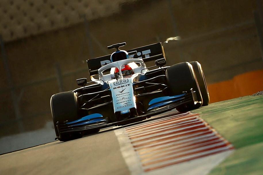 Formula 1: Kubica z najgorszym czasem na torze pod Barceloną /ENRIC FONTCUBERTA /PAP/EPA