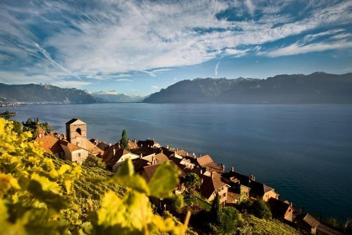 Fot. 1 Widok na Jezioro Genewskie. Copyright by: Switzerland Tourism - By-Line: swiss-image.ch/Ivo Scholz /materiały promocyjne