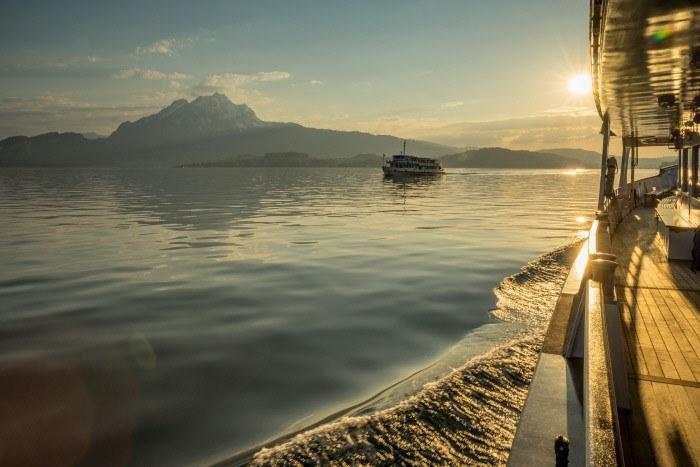 Fot. 2 Jezioro Czterech Kantonów z widokiem na górę Pilatus. Copyright by: Switzerland Tourism - By-Line: swiss-image.ch/Jan Geerk /materiały promocyjne