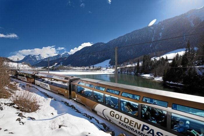 Fot. 3 Golden Pass Panoramic w pobliżu Rossiniere w rejonie Jeziora Genewskiego. Copyright by: Swiss Travel System By-Line: swiss-image.ch/Marcus Gyger /materiały promocyjne