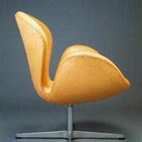 Fotel Łabędź, proj. Arne Jacobsen, 1958 /Sztuka.pl