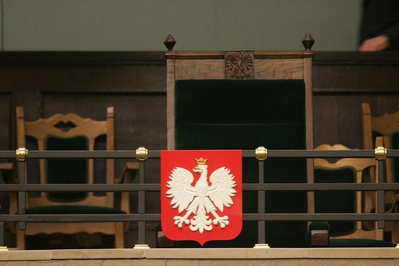 """Znalezione obrazy dla zapytania: fotel prezydencki w sejmie"""""""