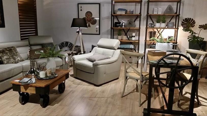 """Fotele mogą mieć funkcję """"relaks"""", w tym opcję rozkładania do pozycji leżącej oraz regulowane zagłówki /materiały prasowe"""
