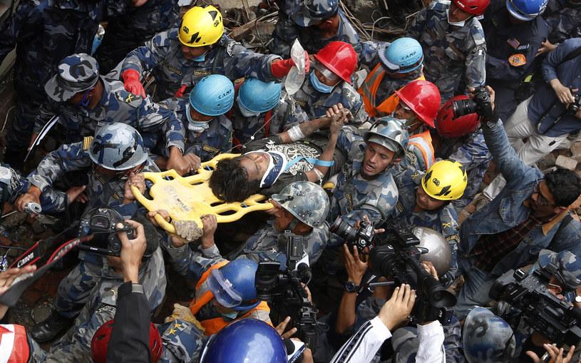 Fotografia z akcji ratunkowej w Nepalu /AFP