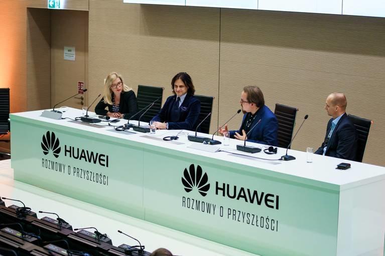 """Fotografia z panelu dyskusyjnego """"Rozmowy o przyszłości"""" zrealizowanego przez firmę Huawei /materiały prasowe"""