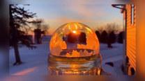 Fotografia z pomocą bańki mydlanej. Zachód słońca dawno nie wyglądał tak ciekawie