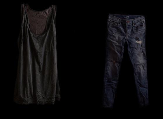 """Fotografie z cyklu: """"Well, What were you wearing?"""" /Katherine Cambareri /materiały prasowe"""
