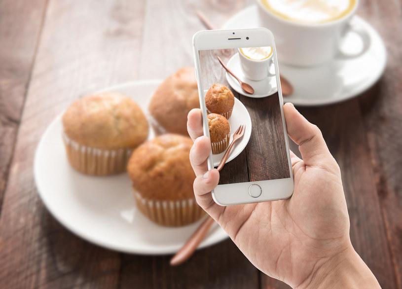 Fotografowanie jedzenia nikogo już nie dziwi /123RF/PICSEL