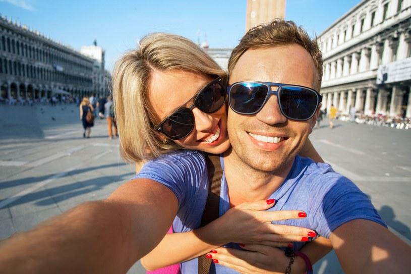 Fotografowanie smartfonem ma kilka podstawowych zasad, które warto poznać /123RF/PICSEL