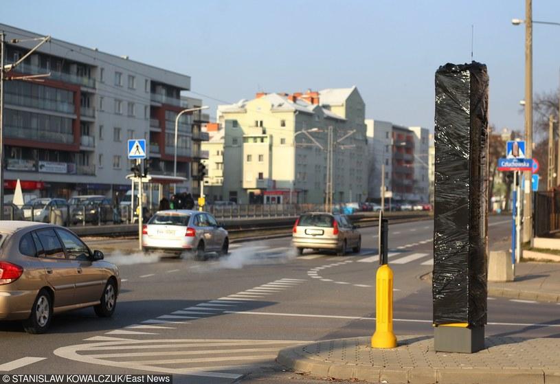 Fotoradary będą leżały w piwnicach, słupy będą zasłonięte, a kierowcy będą się cieszyć /Stanisław Kowalczuk /East News