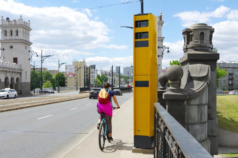 Fotoradary na zabytkowym moście postawiono po tym, jak jadąca nieprawidłowo chodnikiem rowerzystka przewróciła się na jezdnię i zginęła pod kołami samochodu /Marek Bazak /East News