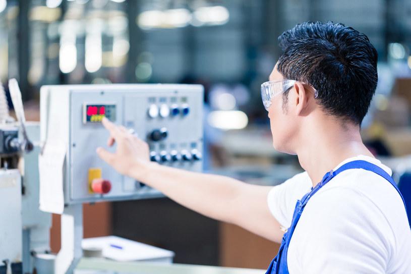 Foxconn ma już ponad 10 zautomatyzowanych linii produkcyjnych /123RF/PICSEL