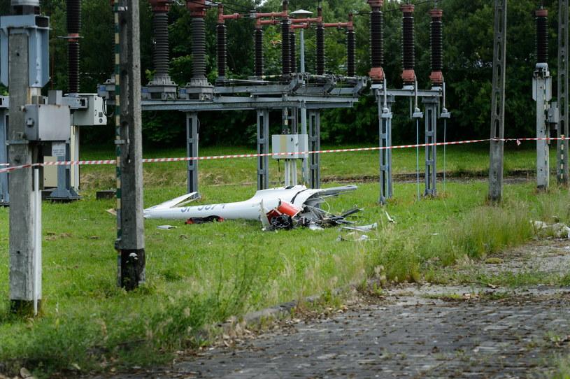Fragment jednej z maszyn na miejscu wypadku dwóch szybowców /Jakub Kaczmarzyk /PAP