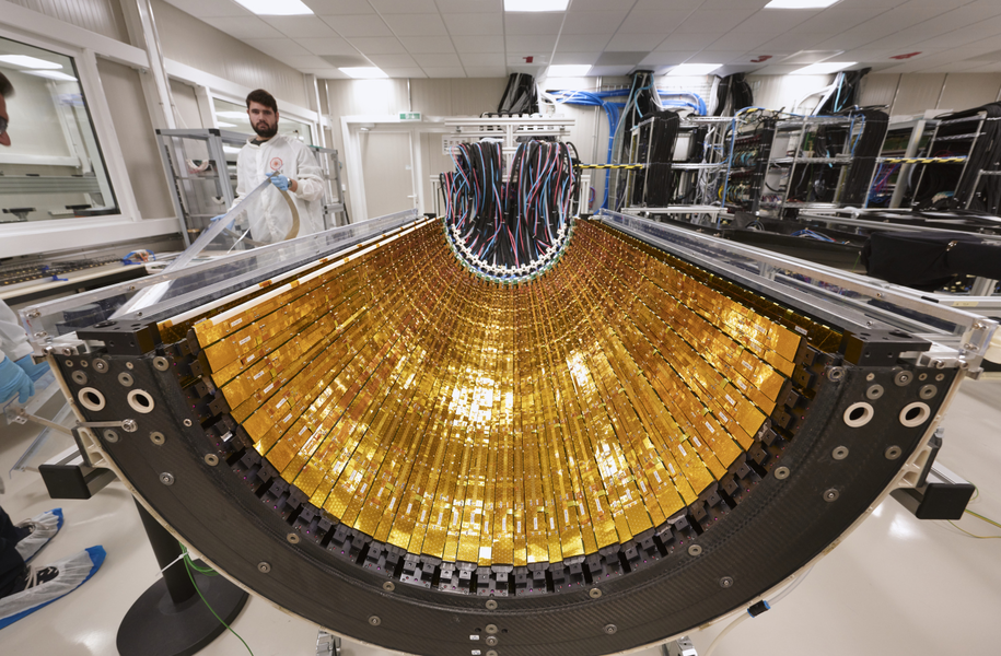 Fragment nowego wewnętrznego trackera krzemowego /Maximilien Brice/CERN /Materiały prasowe