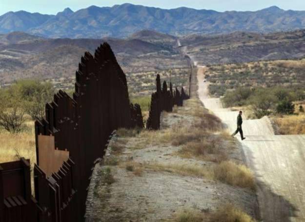 Fragment płotu na terenie Arizony /AFP