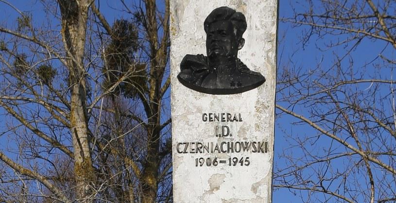 Fragment pomnika generała Iwana Czerniachowskiego w Pieniężnie /ITAR-TASS/Sergei Medvedev /Agencja FORUM