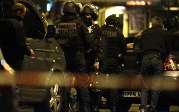 Fragment tragicznych wydarzeń w Paryżu, w nocy z 13 na 14 listopada 2015 roku /AFP
