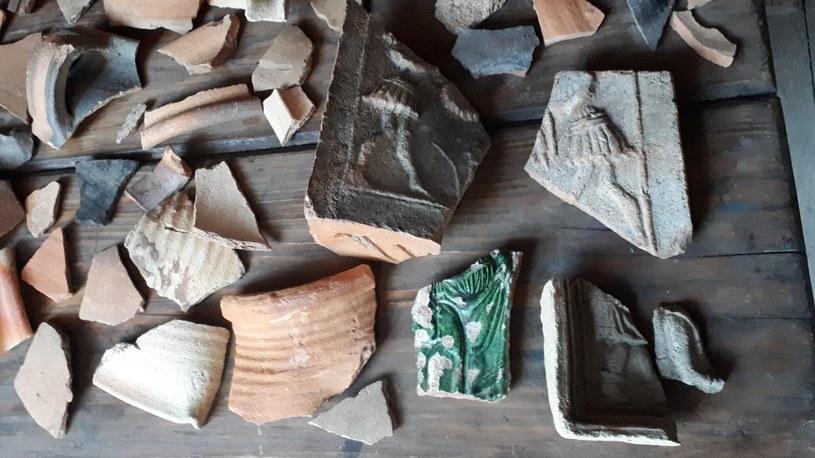 Fragmenty gotyckich kafli /Odkrywca