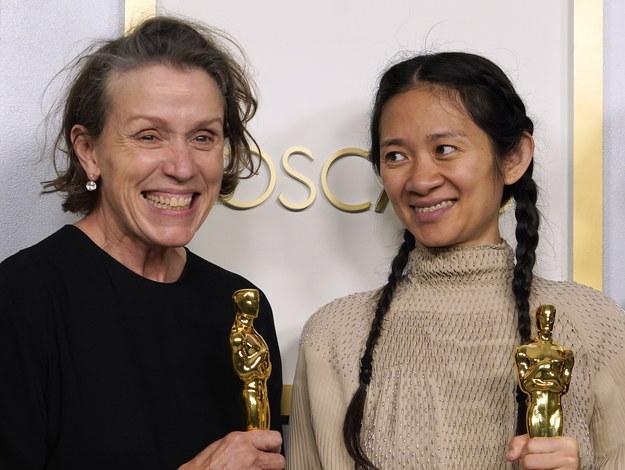 "Frances McDormand i Chloe Zhao z Oscarami za ""Nomadland"" /Chris Pizzello-Pool /PAP/EPA"