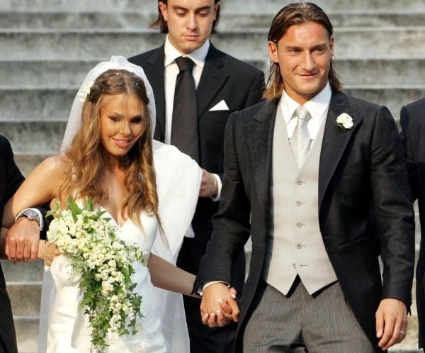 Francesco Totti i Hilary Blasi na ślubnym kobiercu (kliknij) /AFP