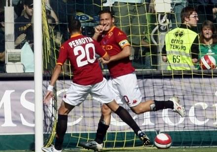 Francesco Totti i Simone Perrotta celebrują pierwszego gola /AFP