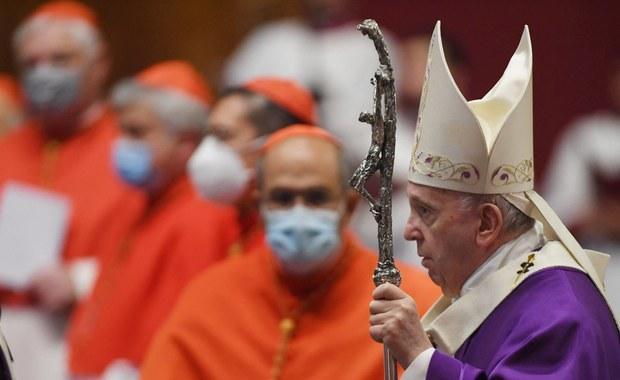 Franciszek obniżył pensje kardynałów. To pierwsza taka decyzja