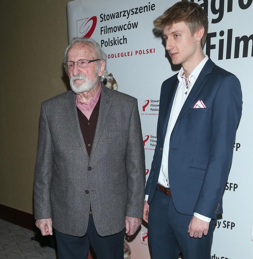 Franciszek Pieczka z wnukiem Adrianem /Paweł Wrzecion /MWMedia