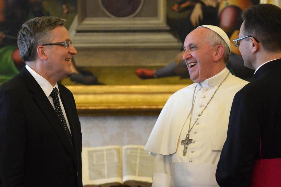 Franciszek przyjął na audiencji prezydenta Komorowskiego /VINCENZO PINTO /PAP/EPA