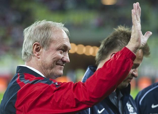 Franciszek Smuda jest w dobrym nastroju po meczu z Białorusią. /AFP