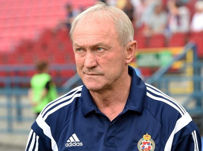 Franciszek Smuda liczy, że Wisła przełamie się na własnym stadionie i zdobędzie 3 punkty /Jacek Bednarczyk /PAP