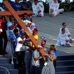 Franciszek: Swoją Drogę Krzyżową przechodzą wszyscy cierpiący i ubodzy