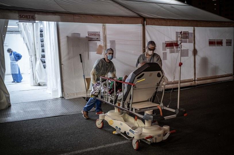 Francja: 987 osób zmarło na COVID-19 w ciągu ostatniej doby / Fabien Pallueau/NurPhot /Getty Images