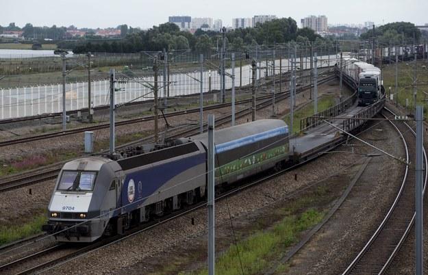 """Francja i Wielka Brytania próbują """"rozbroić imigrancką bombę"""" w Calais"""