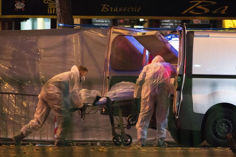 Francja jest wstrząśnięta zamachami /PAP/EPA