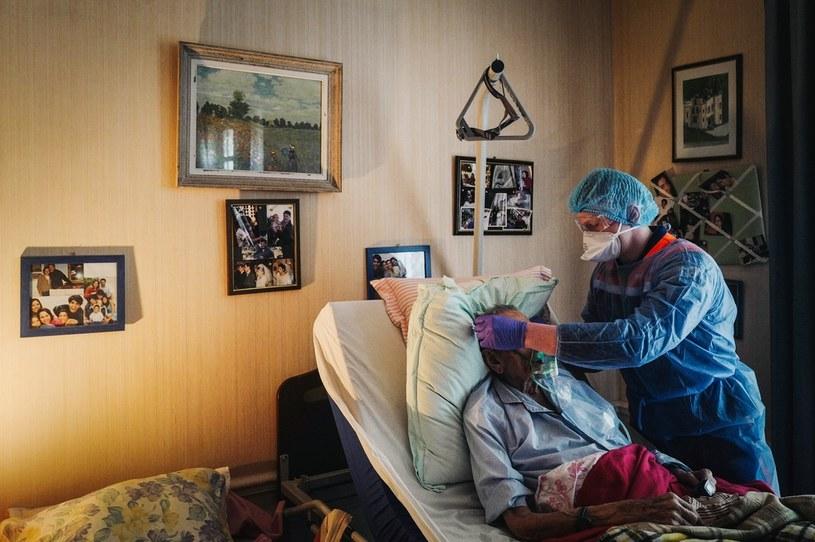 Francja: Leczenie pacjenta w warunkach domowych /AFP